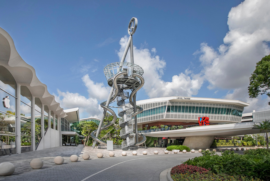 Monument at Aventura mall